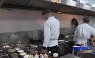 新春走基層:外地廚師楊權的幸福年味