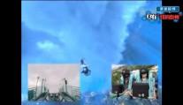 带上VR玩过山车是种怎样的体?简直太炫酷,奥兰多水上世界的VR过山车,俯冲前的最高点约45米将近15层楼高,进入满是海怪的海底世界,好想玩儿