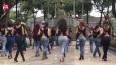 来一段外国青年女性广场舞