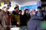 黄磊掏出两块钱给李冰冰说想吃啥随便买, 李冰冰的神回复扎心了