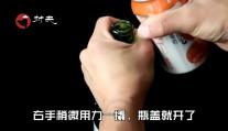 原来开啤酒瓶这么简单, 学会这个技巧, 3秒钟搞定, 比开瓶器还快