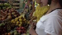 越南盾到底有多不值钱 随便买几个水果都是几万起, 花钱真爽!
