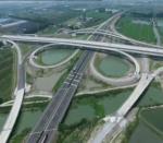 泰镇高速路面21标  提前两个月实现全线贯通