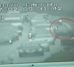 男子酒后驾车,竟然高速逆行1公里,幸好没有造成人员伤亡,他要面临的是罚款,且扣12分...