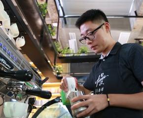 出乎預料!他是這個時尚行業的華東區冠軍,堅定選擇回泰州發展······請看《時代新發現·泰州故事》第三十六集:聞香識咖啡