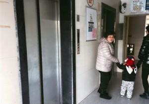 泰州景泰园小区6部电梯过期未年检 经常发出异响