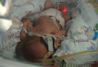 请救救这三个小家伙!呼吸功能不成熟、脑神经缺失……早产三胞胎生命垂危,医药费还有很大缺口,急需你的帮助!!