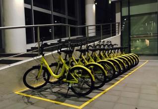 中国共享单车出海 你以为把车扔外国路上就完啦?