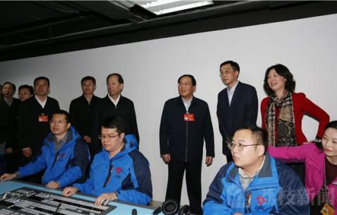 李强石泰峰看望江苏全国两会新闻工作者 传播更多基层声音