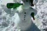 最强降雪过后 沈阳市民脑洞大开堆雪人