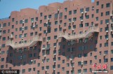 【图文】济南一大楼50米高空半悬楼梯 路人直呼心惊胆战