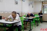【图文】杭州老年食堂售卖套餐10年未涨价