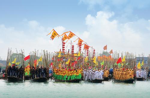 前期,溱湖风景区排出贡船装饰,景点升级改造,文艺表演,安全检查以及